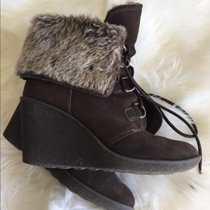 Shoes - Faux fur brown lace up wedges